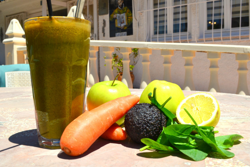 Juice spinach in our new day juice recipe at La Crisalida juice Retreats